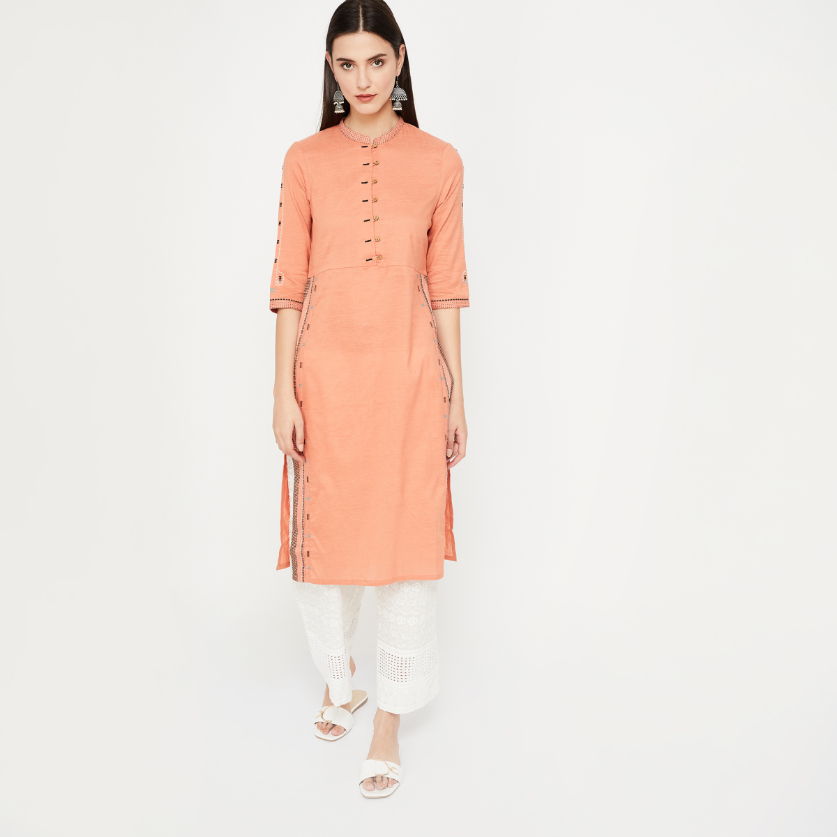 W Band Collar Three-Quarter Sleeves Kurta in Woven Design